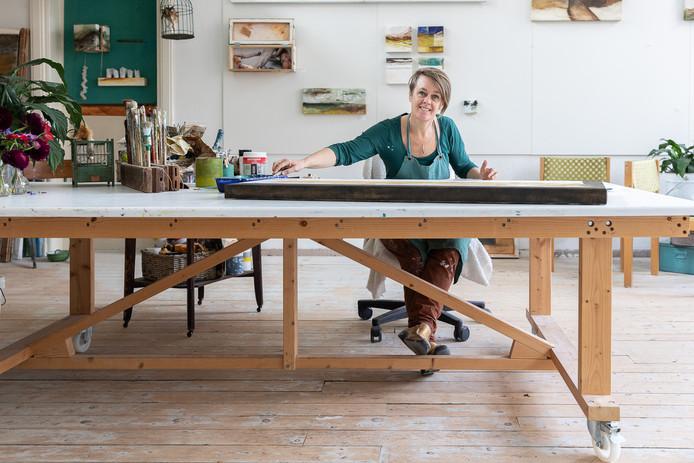 Sascha van Eijk in haar nieuwe atelier PIGMENT