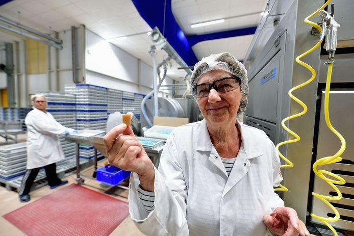 Honderd jaar geleden begon Lonka (London Caramel Works) louter met caramel. Annie Vergouwen maakt ze al 52 jaar.