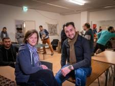 Vluchtelingen zoeken contact via buddycafé: 'Gelijkwaardige vriendschappen, daar gaat het om'