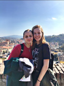 Fenne Kouwenberg samen met haar Italiaanse uitwisselingsstudent Ginevra.