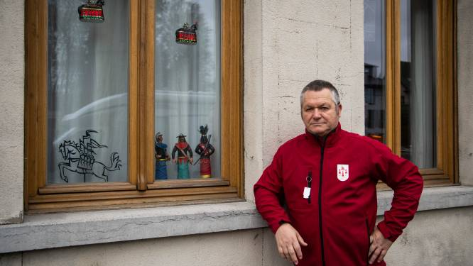 """Pijnders doen oproep: """"Plaats Ros Beiaard voor raam tijdens herfstvakantie"""""""