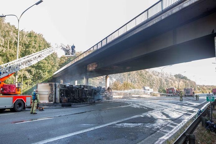 De oorzaak van alle ellende: in augustus 2018 knalt een vrachtwagen op de Brusselse Ring tegen de brug over Drasop. Door stabiliteitsproblemen moest Drasop afgesloten worden.