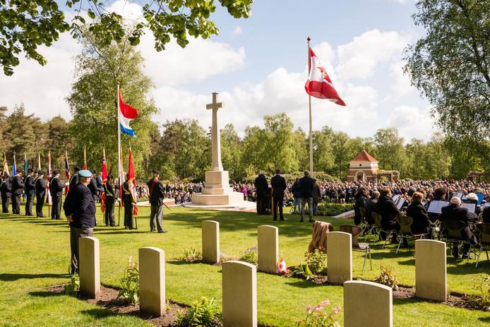 De jaarlijkse herdenking op de Canadese begraafplaats.