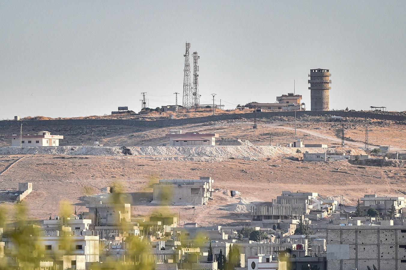 De observatiepost van de Amerikanen nabij de Turks-Syrische grens ligt er verlaten bij.