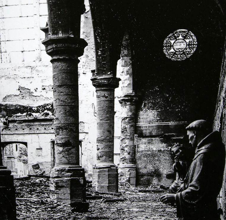 Tijdens de nacht van 21 juli 1944 brandde de middenbeuk van de Sint-Michielskerk volledig uit.