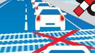 Verkeersbord waarschuwt voor stilstaan op treinspoor Statiestraat