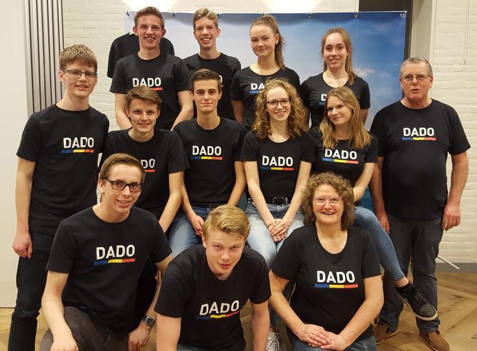 Jongeren uit Pijnacker en Delfgauw, verenigd onder de naam DADO, gaan Roma-jeugd helpen in Roemenië.