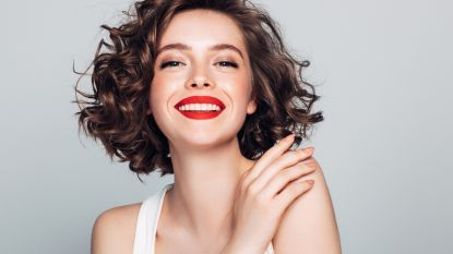 Graag een 'Hollywood smile' of natuurlijke witte tanden? Zo ga je tandverkleuring tegen