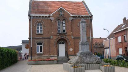 Protest tegen afbraak oud gemeentehuis Beigem