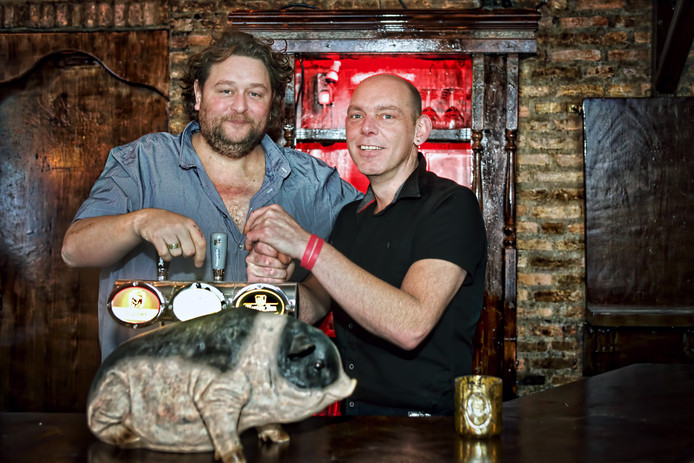 Martijn Lavrijssen en Peter Hageman zijn de nieuwe eigenaren van café Piggenhuis.