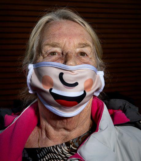 Boosheid en geluk verstopt achter een mondkapje, 'We missen de glimlach als smeerolie voor de contacten'