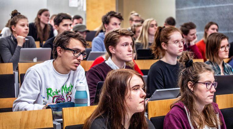 Eerstejaars pabostudenten tijdens een hoorcollege.  Beeld Raymond Rutting / de Volkskrant
