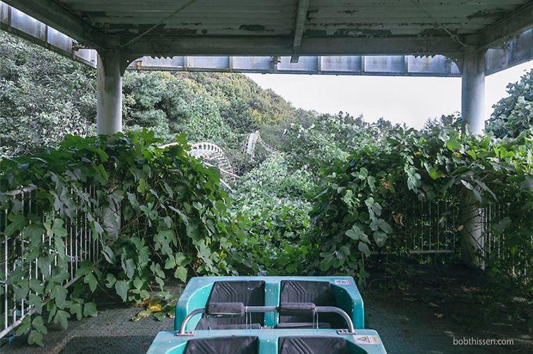 Gaya Land in Zuid-Korea sloot in 2011 door een gebrek aan bezoekers. De achtbaan is al helemaal dichtgegroeid.