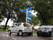 Auto's kunnen niet verder na botsing op kruising in Beugen