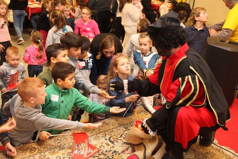 Zoals gewoonlijk waren de Zwarte Pieten gul met snoep.
