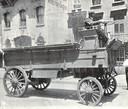 Patton Truck uit 1899, een vroege Amerikaanse hybride auto die reed op benzine en elektriciteit.