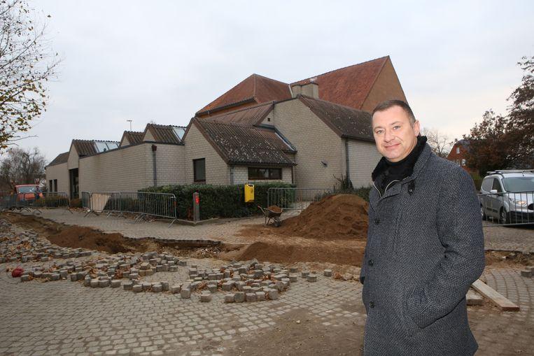 De vernieuwing van de site rond het gemeentehuis is al gestart.