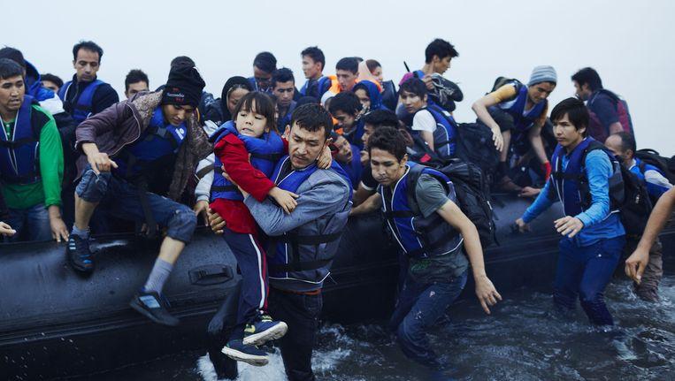 Vluchtelingen komen aan op Lesbos vanuit Turkije. Beeld ANP