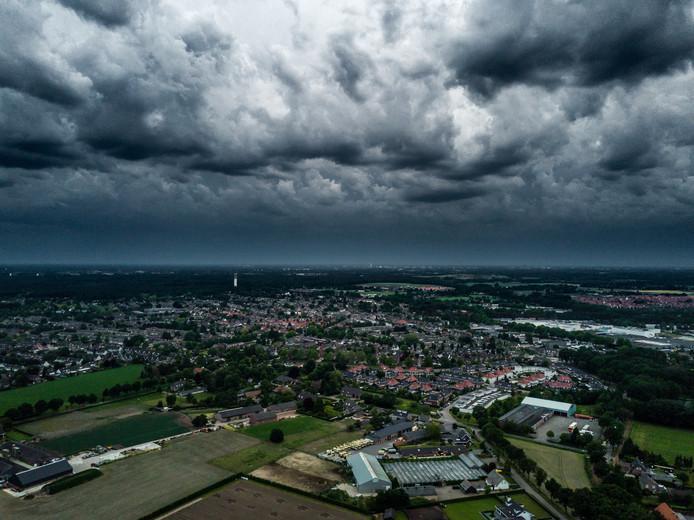 Indrukwekkend, zo'n storm. Columnist Fee Buurmans wil een storm naar zich vernoemd hebben.