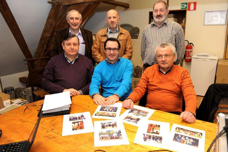 André De Leener (rechts) samen met de andere filmmakers en burgemeester Doomst.