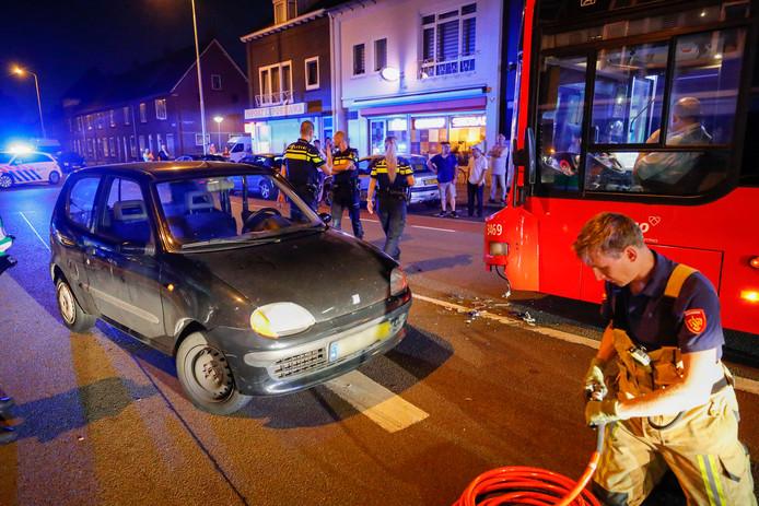 Aanrijding tussen auto en stadsbus in Eindhoven.