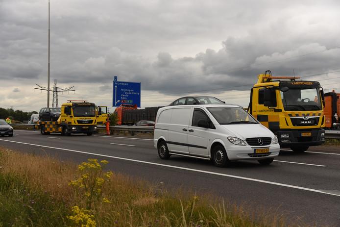 Drie auto's betrokken bij de kettingbotsing op de A73 moesten worden afgesleept.