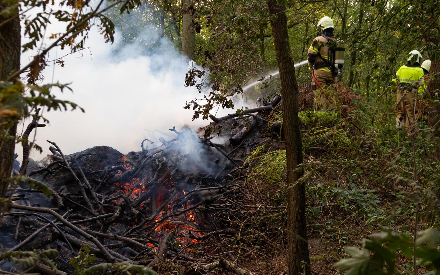 en groenstrook van snoeiafval stond woensdagavond rond 17.30 uur in brand aan de Boslaan in Vught.