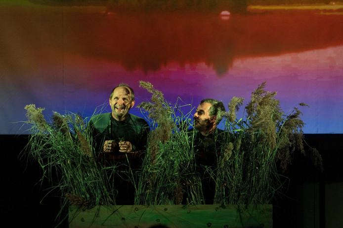 Scène uit Theater in Brokstukken , door Theatergroep De Peelcomedianten uit Deurne.