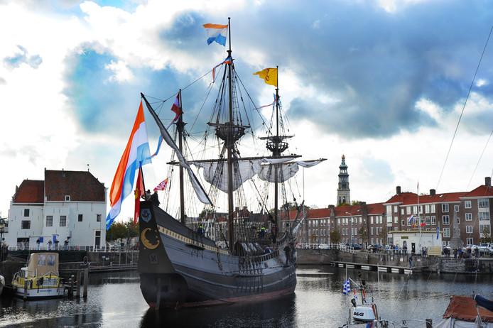 Aankomst VOC schip Halve Maan bij de Maisbaai.