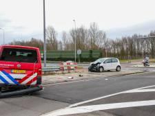 Vuur in portiekwoning Hoogvliet verraadt wietplantage, brandweer botst met auto