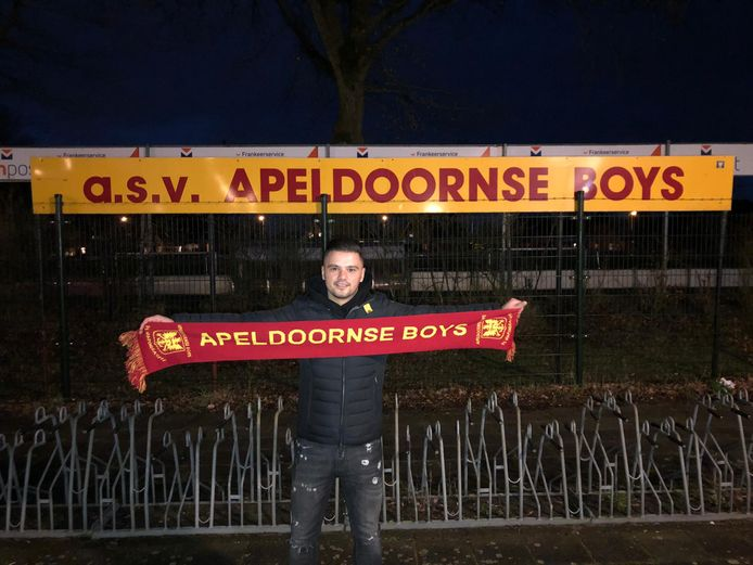 Burak Takay wordt 's avonds gepresenteerd bij Apeldoornse Boys, dat zich met alternatieve hulpmiddelen flink heeft versterkt voor komend seizoen.