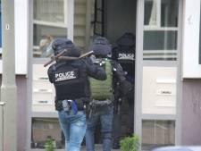 Politie krijgt les in netjes inbreken: agenten maken er een zooitje van bij invallen
