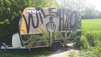 Caravan Meetjeslandse N-VA'ers beklad met graffiti