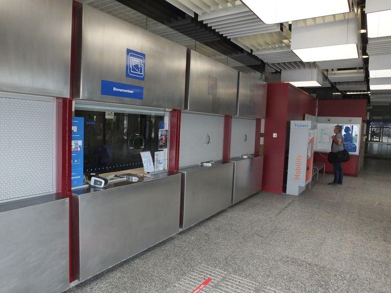 De loketten in het station van Deinze.