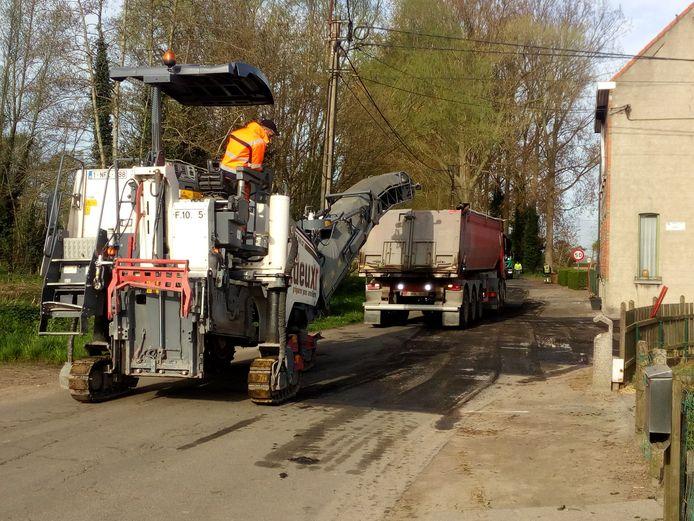 Een sfeerbeeld van asfalteringswerken.