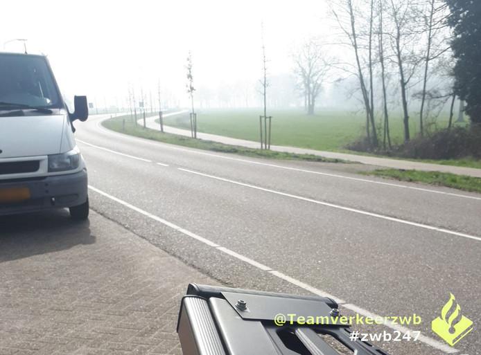 Man rijdt bellend door Chaam met 4500 euro aan openstaande boetes.