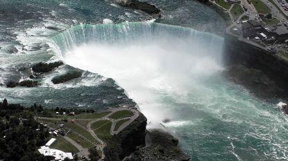 Man 'in crisis' laat zich meesleuren door Niagara Falls en overleeft als bij wonder val van 57 meter hoogte