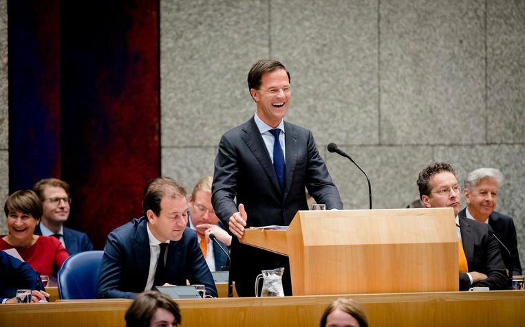 Mark Rutte schiet in de lach. Beeld ANP