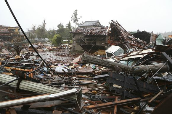 In Ichihara viel de eerste dode. Het is een van de eerste plekken in Japan waar de orkaan Hagibis enorme schade aanricht. Het stadje ligt bedekt met een spaghetti van brokstukken van huizen, auto's, elektriciteitspalen en huisraad.