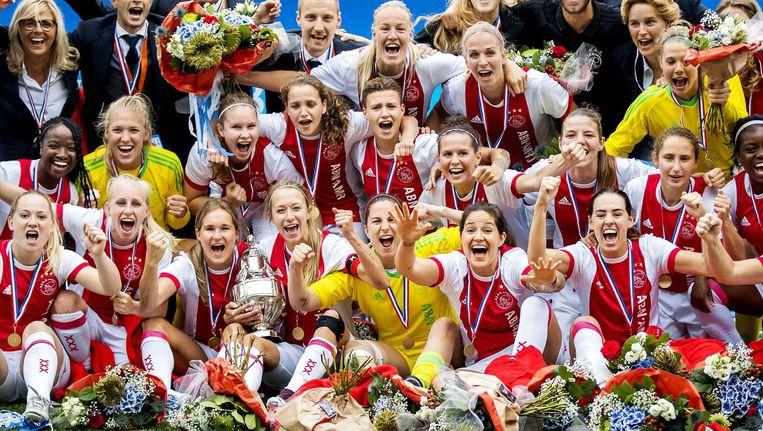 De Ajaxvrouwen veroverden dit jaar opnieuw het kampioenschap, maar nu ook de nationale beker. Beeld anp