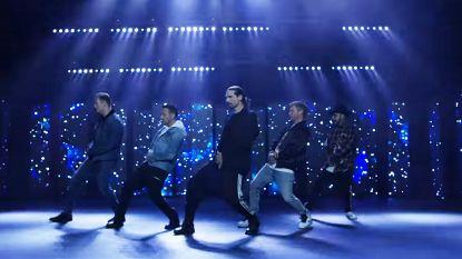 """""""Ze zijn 45, maar doen alsof ze nog 25 zijn"""": nieuwe videoclip Backstreet Boys mikpunt van spot"""
