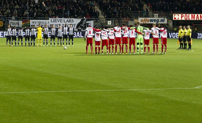 Voorafgaand aan de wedstrijd van zondag wordt een minuut stilte gehouden voor ieder die club het afgelopen jaar is ontvallen.