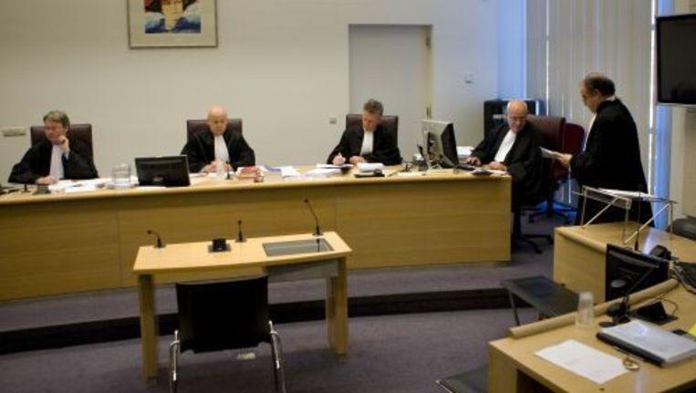 Het OM heeft tot 15 maanden jeugddententie geëist tegen drie vermeende relschoppers die het strandfeest in Hoek van Holland eind augustus ernstig verstoorden. ANP Beeld
