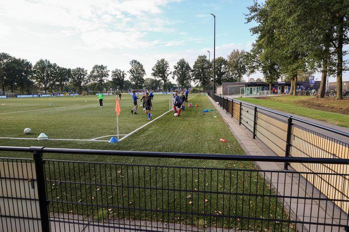 Geen ouders dinsdag bij jeugdtrainingen van voetbalvereniging SV Someren.