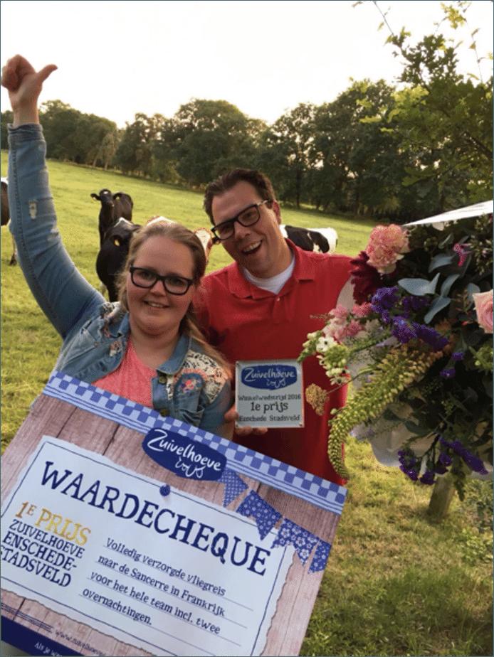 Maarten Daalenoord en Rachel van Uden van Zuivelhoeve Winkel Enschede – Stadsveld direct na de prijsuitreiking op de Zuivelhoeve Boerderij in Twekkelo