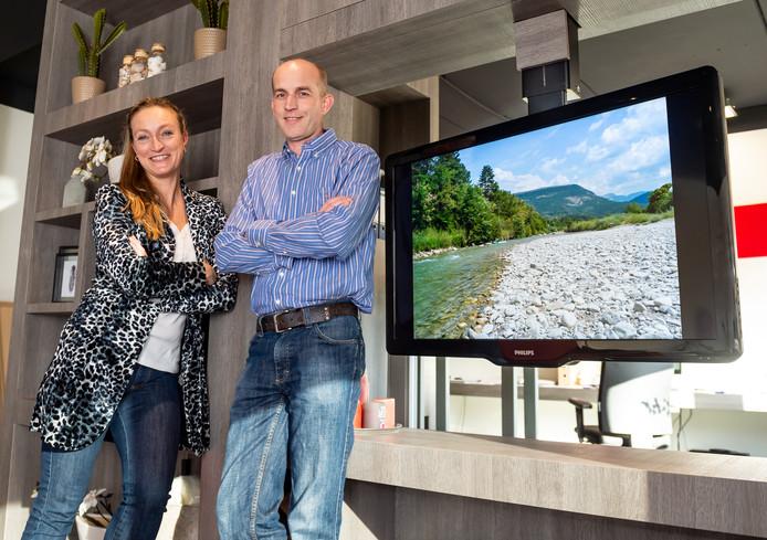 Tv Uit Kast Laten Komen.Een Tv Uit Het Plafond Door Schoonhovense Ondernemers Gouda Ad Nl
