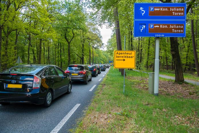 In de file op de Amersfoortseweg voor de Julianatoren.