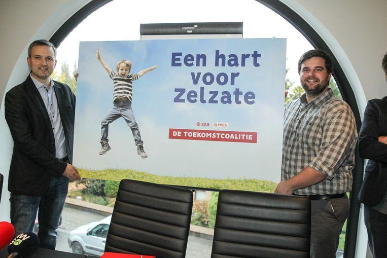 'Een hart voor Zelzate'. Eerste schepen Geert Asman en burgemeester Brent Meuleman onthullen hun nieuwe slogan aan de wereld.