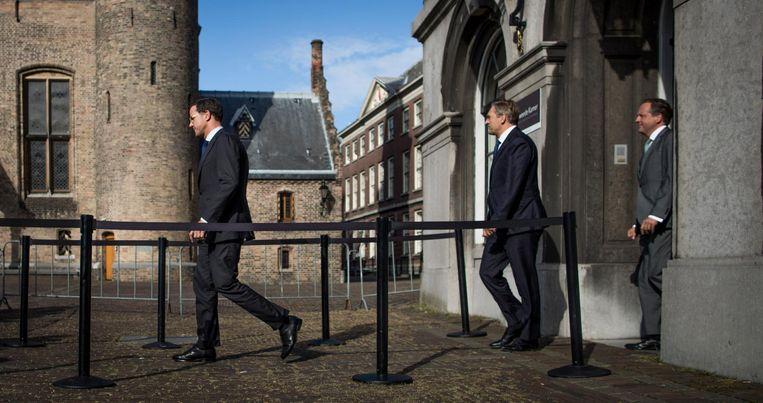 In en uit Mark Rutte, Sybrand Buma en Alexander Pechtold komen donderdag een voor een aan voor het gesprek met informateur Tjeenk Willink en keren na afloop gezamenlijk terug. Beeld Freek van den Bergh