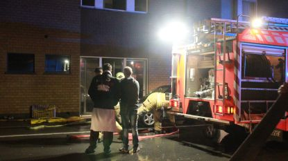 Rookmelders en alerte buurman redden mogelijk leven bewoner na brand in appartement